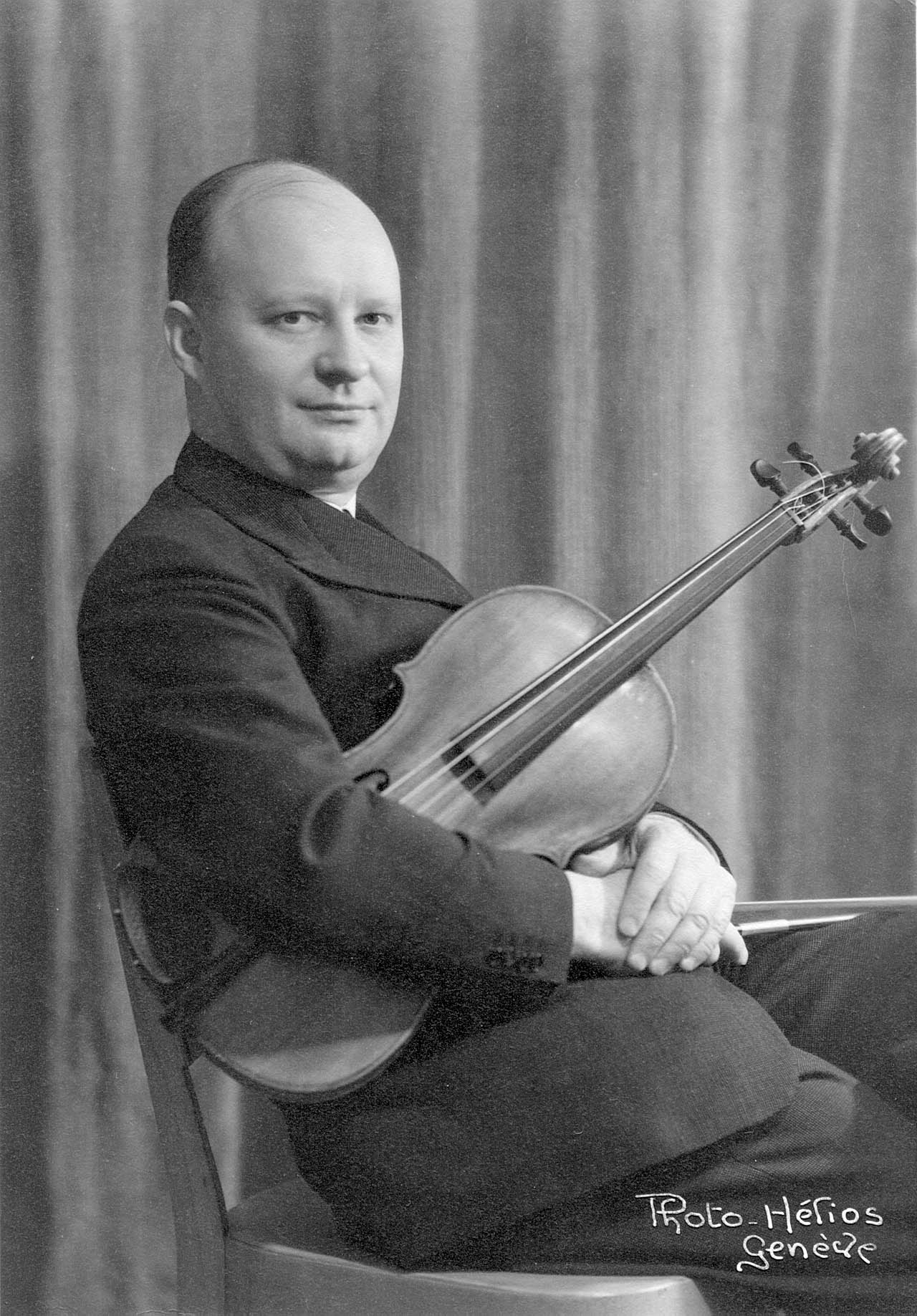 Paul Hindemith with viola