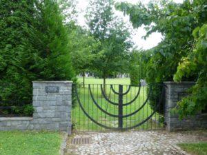 Jewish cemetery (U Cviciste Nos. 12/2070, Trainingsgelande)