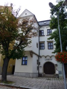 Casa Emil Freund (plaza Masarykovo núms. 17/64, Hauptplatz núm. 86)